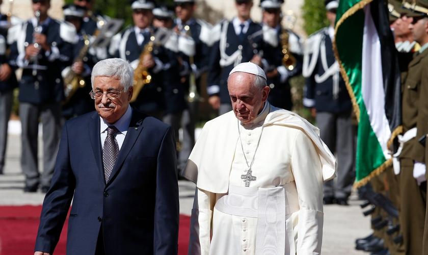 Presidente da Autoridade Nacional Palestiniana Mahmoud Abbas e Papa Francisco. (Foto: Reprodução/ If You Only News)