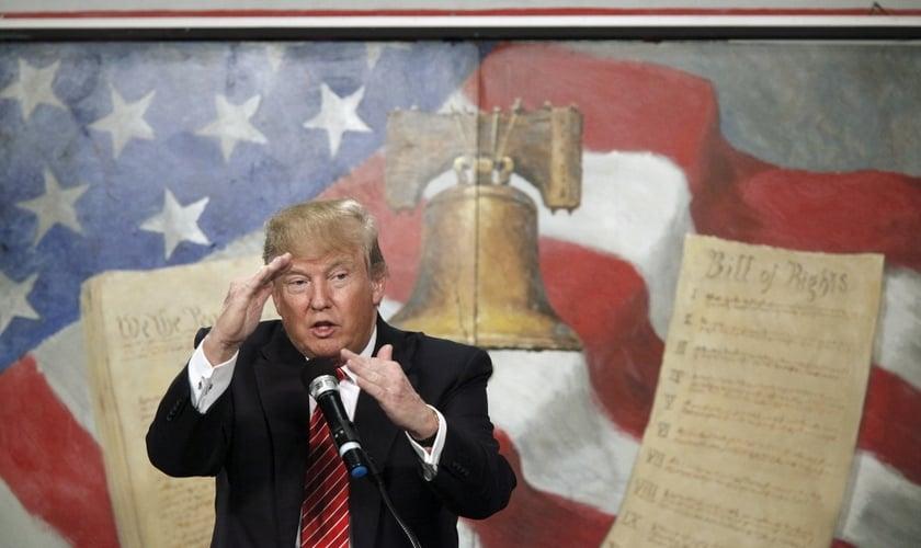 Donald Trump fala na Convenção Coalition South Carolina Tea Party em Myrtle Beach, Carolina do Sul em 16 de janeiro de 2016.