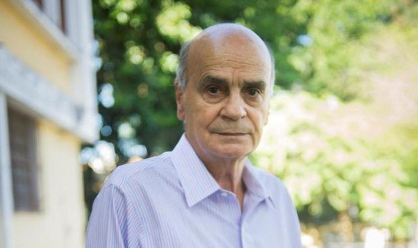 O médico mais conhecido no Brasil, Drauzio Varella, se posiciona contra a visão da igreja em relação ao aborto. (Foto: João Miguel/Globo)