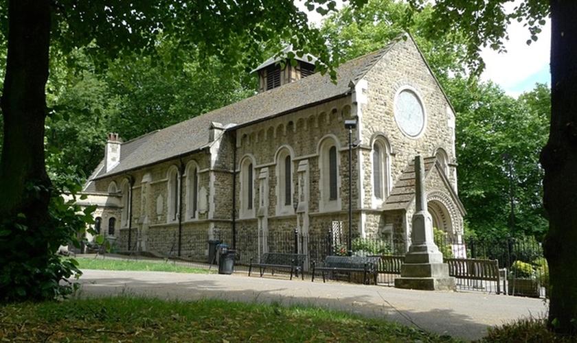 Igreja St. Pancras Old, em Londres. Existem cerca de 42 mil igrejas, capelas e casas de reuniões no Reino Unido. (Foto: Alamy)