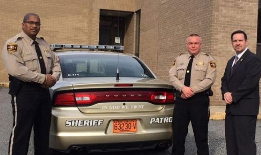 Leon Godlock, Warren Sprouse e o xerife Chris Francis. Imagem: reprodução