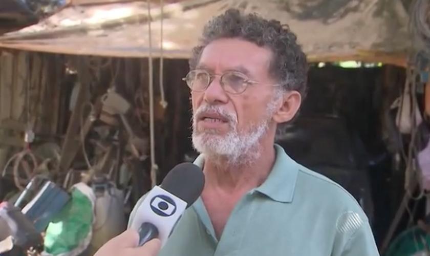 José Ivanildo Cabral educa a filha de seis anos a acreditar na ausência de divindades. (Foto: Reprodução/TV Bahia)