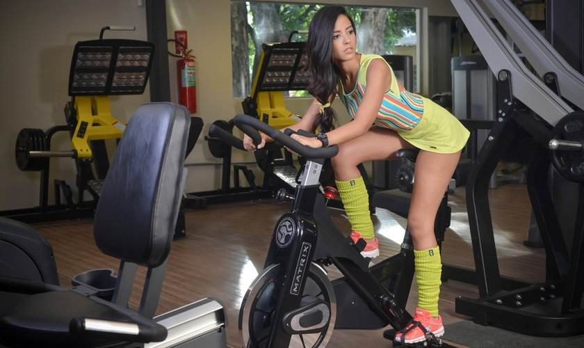 O uso das meias de compressão também é indicado após os treinos. (Foto: Reprodução)
