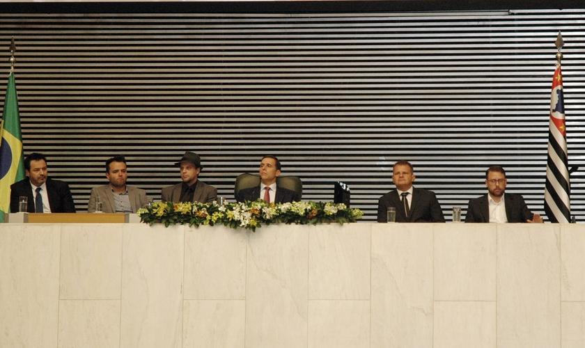 A sessão solene contou com personalidades políticas, líderes evangélicos e representantes da comunidade judaica. (Foto: Guiame/ Luiz Claudino)