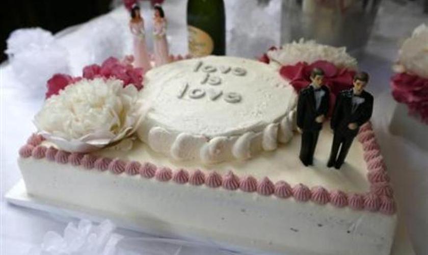 topos de bolos para casamentos gays, expostos em um casamento duplo, em Hollywood. (Foto: Lucy Nicholson / Reuters)