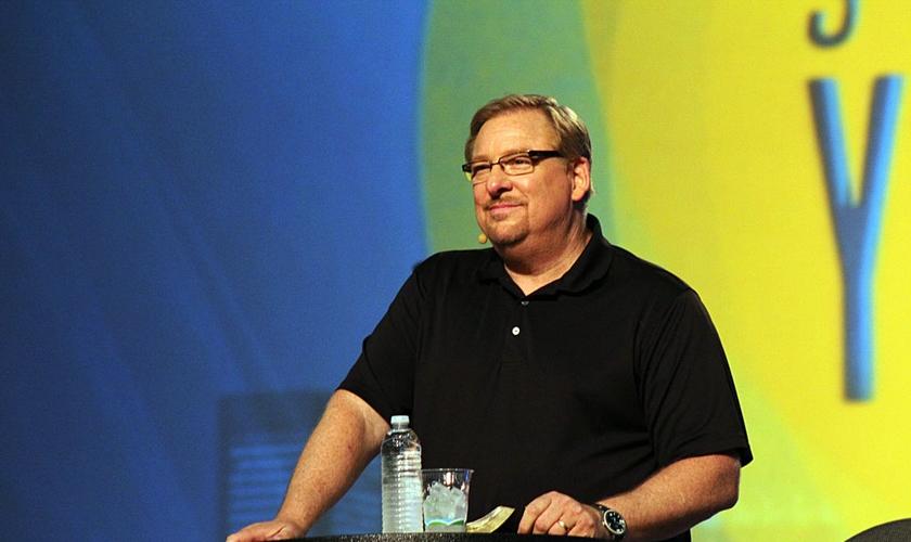 Rick Warren, escritor e pastor da Igreja Saddleback, em Lake Forest, California, prega durante conferência de pastores, em 2014. (Foto: Sonny Hong / Christian Post)