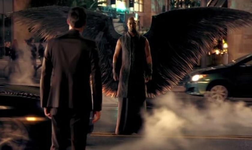"""Cena da série """"Lucifer"""", transmitida pela Fox. (Imagem: reprodução)"""