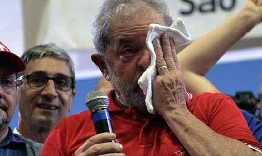 Lula foi alvo do cumprimento de uma órdem de condução coercitiva, que autorizou a entrada da Polícia Federal em diversas propriedades do ex-presidente e o levou a prestar depoimento, na delegacia do Aeroporto de Congonhas. (Foto: Correio Braziliense)
