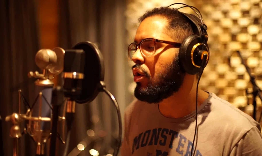 Jeosafá Pimentel lança seu primeiro disco no programa de Silas Malafaia. (Foto: Reprodução/YouTube)