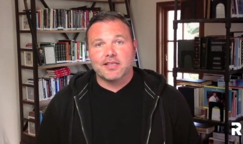 O pastor anunciou sua intenção de começar uma nova igreja no Arizona há um mês. (Foto: Reprodução).