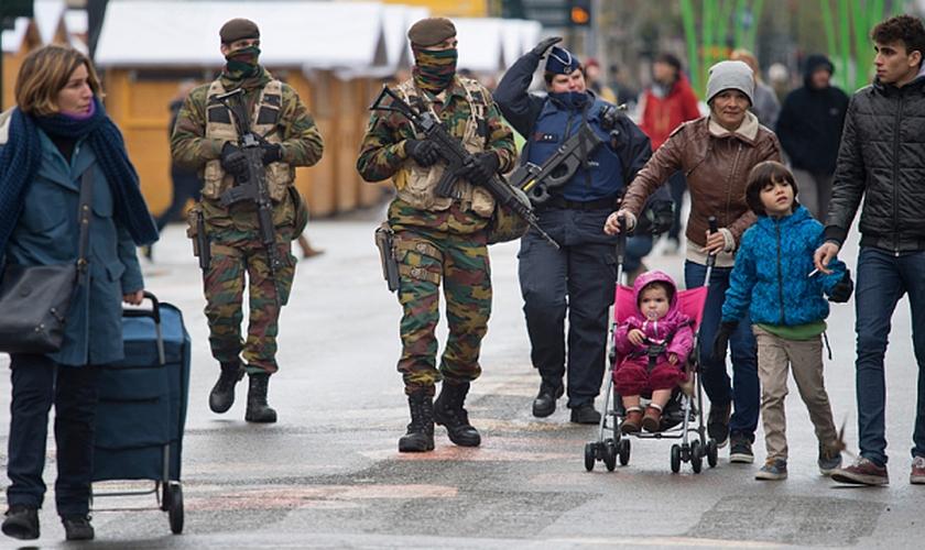 Os ataques em Bruxelas seguem uma sequência de dias de tensão e podem ser uma resposta à prisão de um dos principais responsáveis pelos atentados de novembro em Paris (Foto: Telegraph)