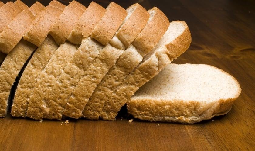 O pão industrializado por si só é um alimento fonte de carboidratos. (Foto: Reprodução)