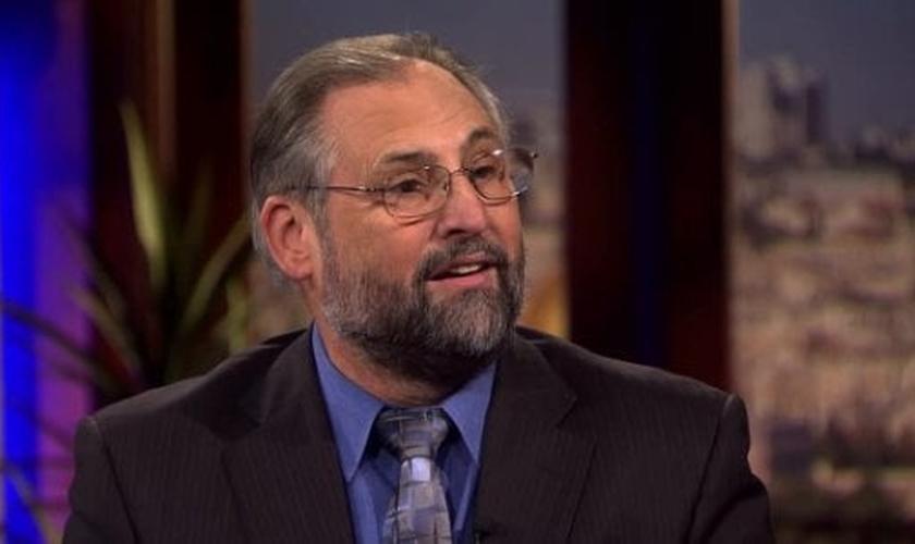 """Pastor Mark Blitz é autor do livro  """"Luas de Sangue: Decodificando os Iminentes Sinais Celestiais"""" (Imagem: Reprodução / Youtube)"""