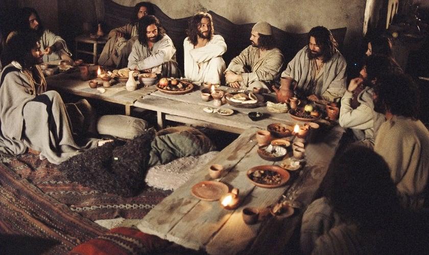 Resultado de imagem para jesus comendo a ultima pasco c os 12 fotos