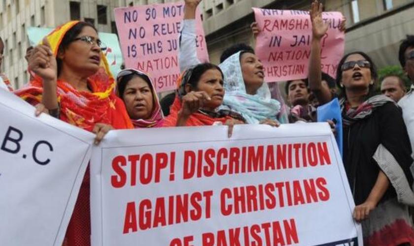Paquistaneses protestam contra a perseguição religiosa.