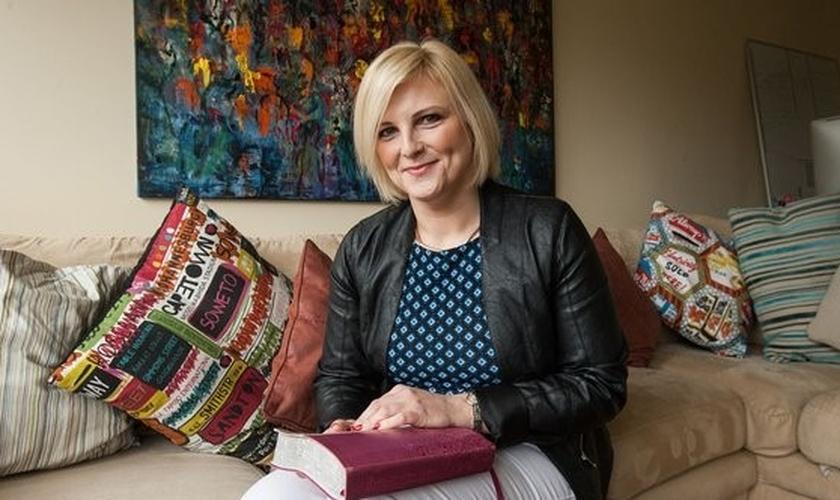 Victoria Wasteney é terapeuta ocupacional e foi suspensa por nove meses, após orar com sua colega muçulmana. (Foto: Telegraph)