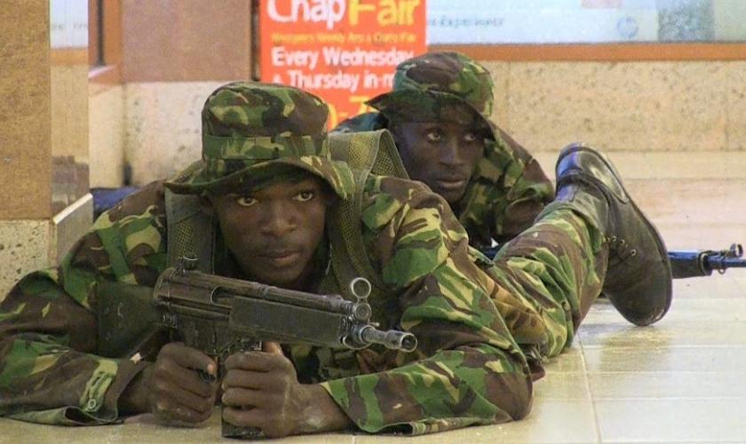 Em 2013, militares do Quênia receberam ajuda das forças especiais de Israel que se juntaram aos esforços para libertar os reféns. (Foto: Reprodução).