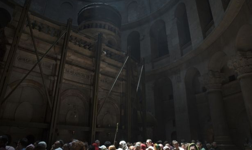 As três denominações que detêm o maior controle sobre o local concordaram em ajudar a financiar o projeto de restauração. (Foto: Reuters/Finbarr O'Reilly).