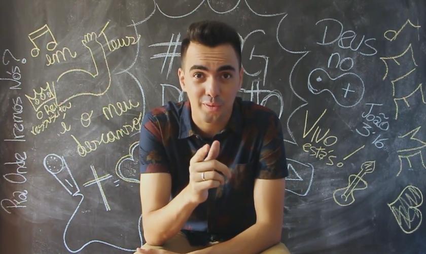 """""""Você não precisar ser o que as pessoas querem que você seja"""", diz Netto. (Foto: Reprodução/YouTube)."""