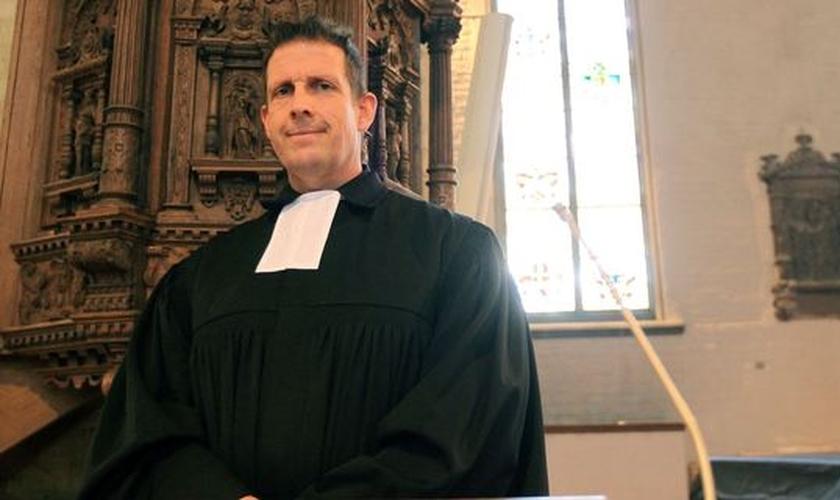 Pastor Olaf Latzel lidera a igreja histórica de St. Martini. (Foto: CBN)