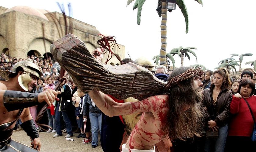 o parque apresenta 37 simulações diferentes, incluindo uma encenação ao vivo da crucificação. (Foto: Reuters)