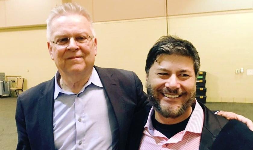 "Ap. Joel Engel e Randy Clark no ""Voz dos Profetas"". (Foto: Guiame)"