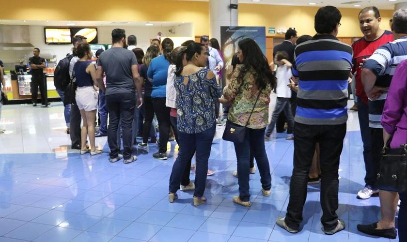 Cantores, pastores e líderes de diversas igrejas estiveram no Shopping Anália Franco. (Foto: Guiame/ Marcos Paulo Corrêa)