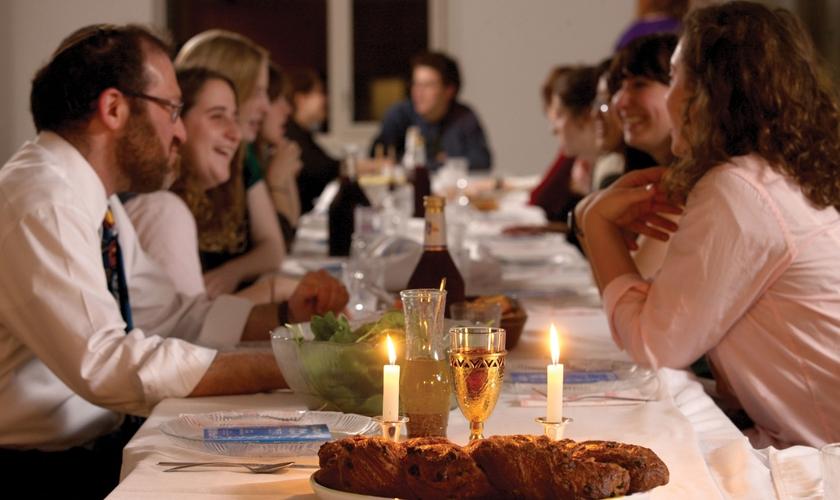 Para os judeus, o shabat (sábado) é o dia mais importante da semana: o dia do descanso de Deus. (Foto: Conjub)