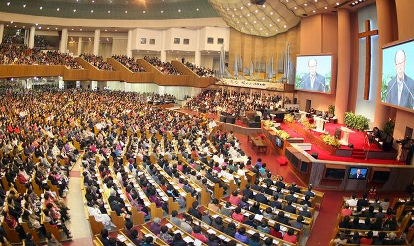 Yoido Full Gospel Church, na Coreia do Sul, é a igreja frequentada pelo maior número de pessoas do mundo. (Foto: Reprodução)