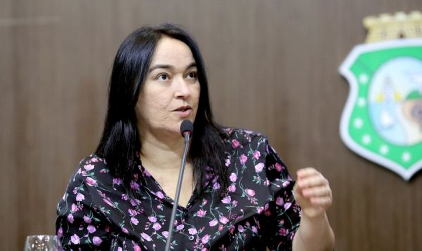 Ela, que também é pastora, apresentou diversas emendas retirando os termos da proposta. (Máximo Moura / AL-CE).