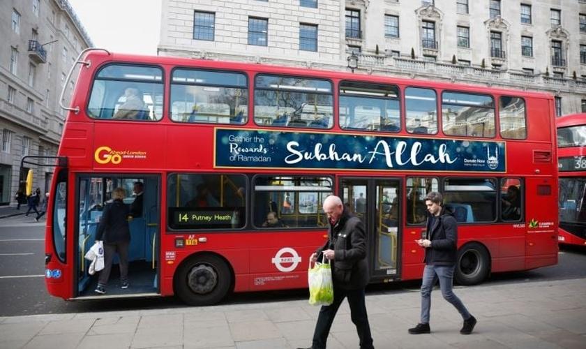 """A frase """"Subhan Allah"""" significa """"Louvor à Alá"""". Alá é a palavra árabe para Deus, na visão do islamismo. (Foto: Islamic Relief)"""