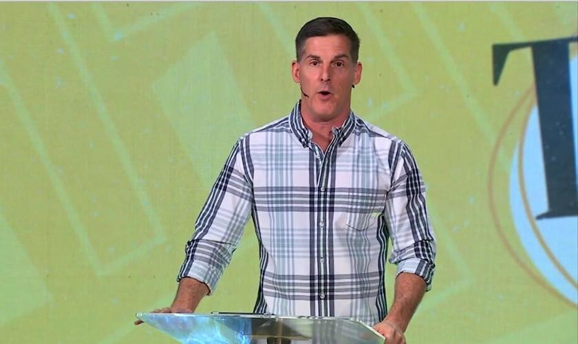 O sermão começa com uma oração a Deus pedindo que lhe quebre o orgulho. (Foto: Reprodução).