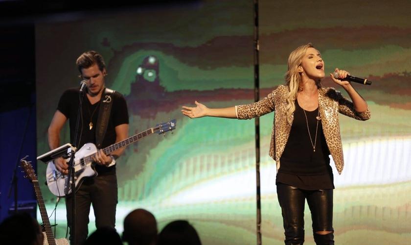 De acordo com a cantora, foram gravadas ao todo 10 canções. (Foto: Lagoinha).