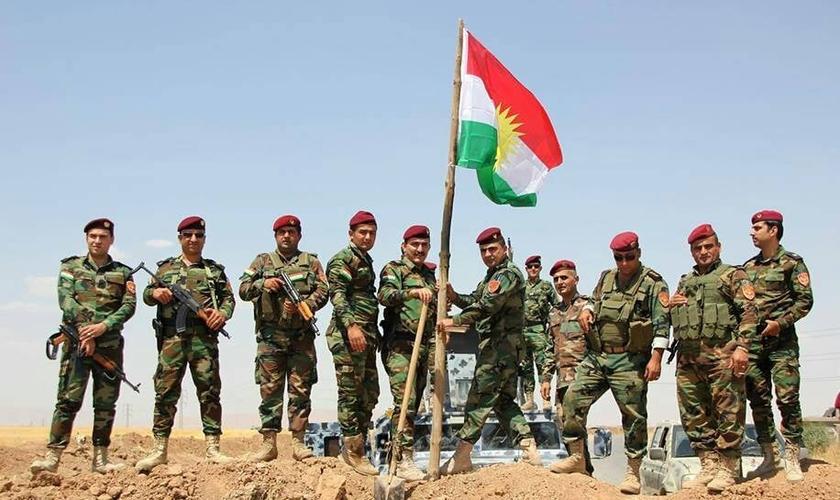 Soldados das forças curdas 'Peshmerga', constituída em grande parte por cristãos. (Foto: National Review)