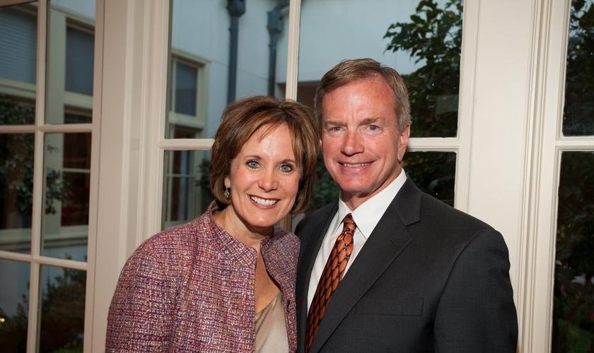 """Edd e Nina Hendee, o casal de proprietários da churrascaria """"Taste of Texas"""". (Foto: Reprodução)"""
