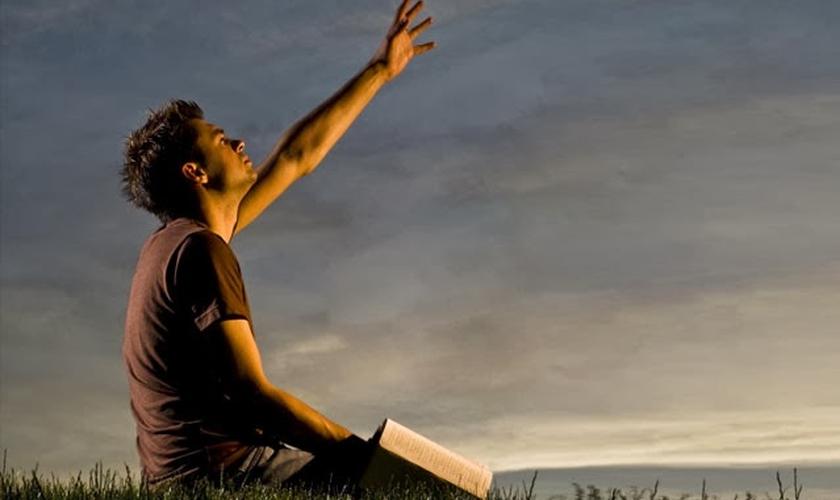 Deus não trabalha mais com uma nação, nem com a humanidade, como um todo, mas com indivíduos, que escolhem a mudança definitiva de raça. (Foto: Conhecimentos do Pai)
