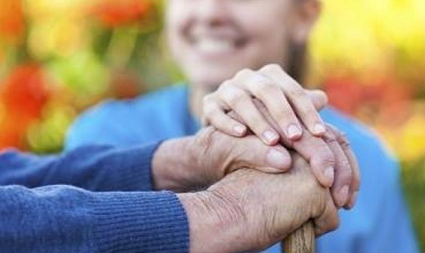 Duas palavras resumem o dever dos filhos para com os pais: Obediência e honra. (Foto: ISD)