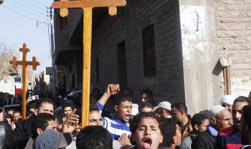 Os cristãos coptas ortodoxos representam cerca de 10% dos 90 milhões de habitantes do Egito. (Foto: Reuters)