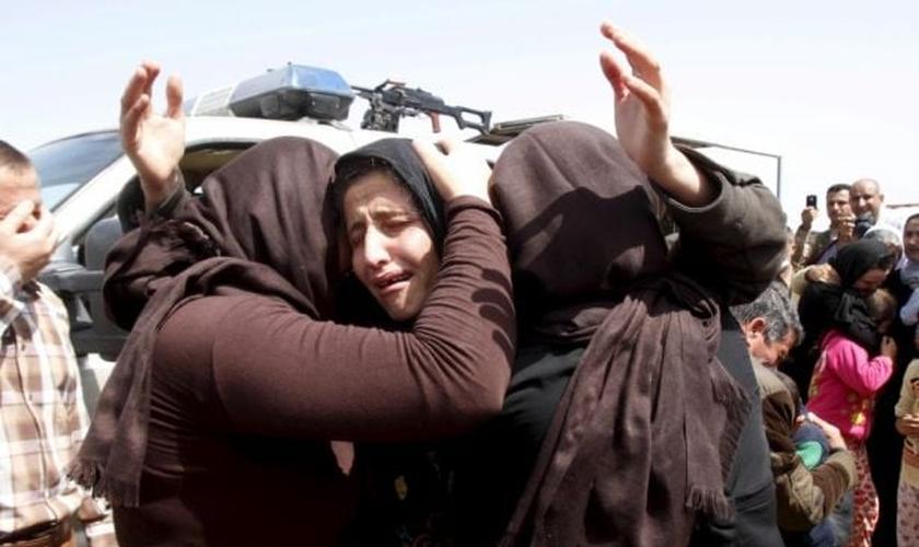 As estimativas dizem que mais de 3.000 meninas yazidis permanecem em cativeiros do Estado Islâmico. (Foto: Reuters)