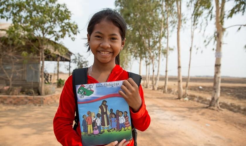 Thida relata que a decisão de entregar a vida para Jesus mudou também a relação dela com seus pais. (Foto: Samaritan Purse).
