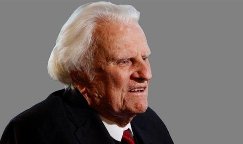 Billy Graham é um dos mais conhecidos evangelistas da atualidade. Aos 97 anos, o pastor continua escrevendo artigos e compartilhando do Evangelho com o apoio de sua equipe ministerial. (Foto: Associação Evangelística Billy Graham)