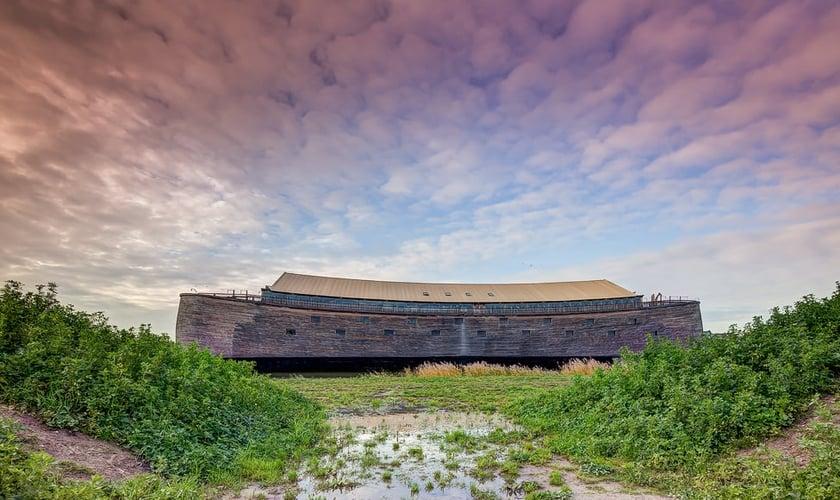 A Arca pesa 2,5 mil toneladas e foi construída com base nas medidas registradas no relato bíblico de Gênesis. (Foto: Divulgação).