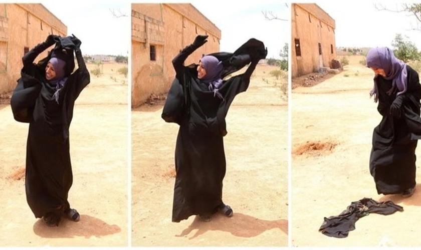"""""""Fizeram-nos usar o niqab contra a nossa vontade, então eu o tirei dessa forma como uma resposta para eles"""", disse Hamidi. (Foto:  DNA India)"""