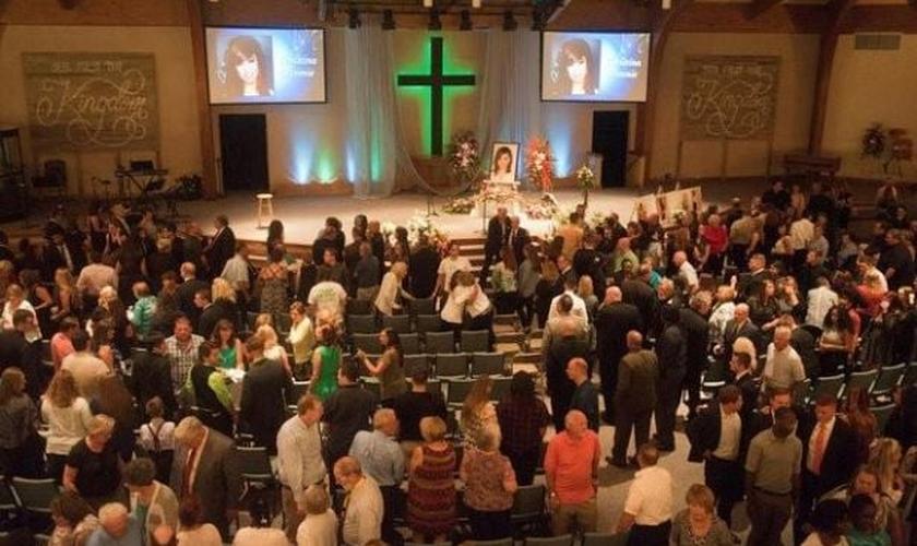 O culto memorial para Christina Grimmie aconteceu em sua igreja casa em Nova Jersey. (Foto: Reuters).