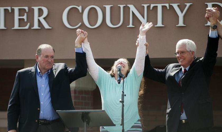 Kim Davis chegou a ser homenageada por seu posicionamento. (Foto: IB Times)