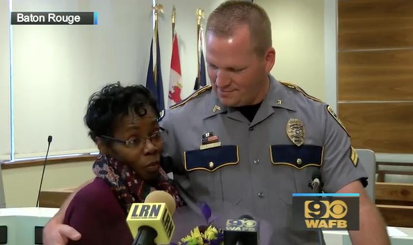 Vickie Williams-Tillman foi homenageada pela polícia e a prefeita de sua cidade, por sua coragem. (Foto: CBS News)