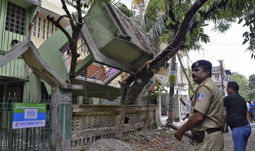 Segundo o pastor, cerca de 20 mil pessoas morreram por causa do terremoto. (Foto: AFP).
