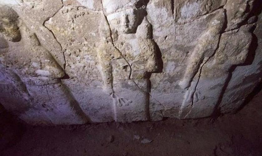 Escultura de pedra de uma semideusa, que era objeto de adoração do rei Senaqueribe. (Foto: Jérémy André)