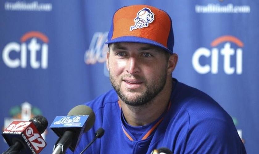 Tim Tebow foi astro da Liga Nacional de Futebol Americano e agora tem jogado beisebol pelo 'New York Mets'. (Foto: New York Daily News)