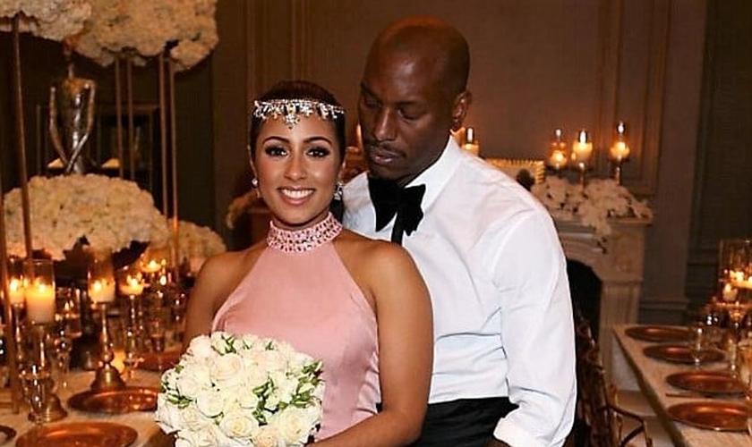 Samantha Lee e Tyrese Gibson posam para foto em festa de casamento que o casal decidiu manter longe dos holofotes da mídia durante um tempo. (Foto: Facebook)